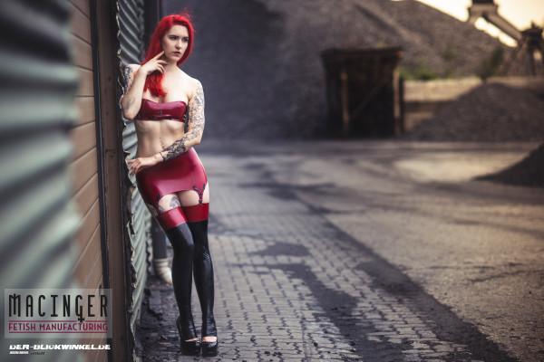 Latex Straps Minirock  'Cherry' - Macinger